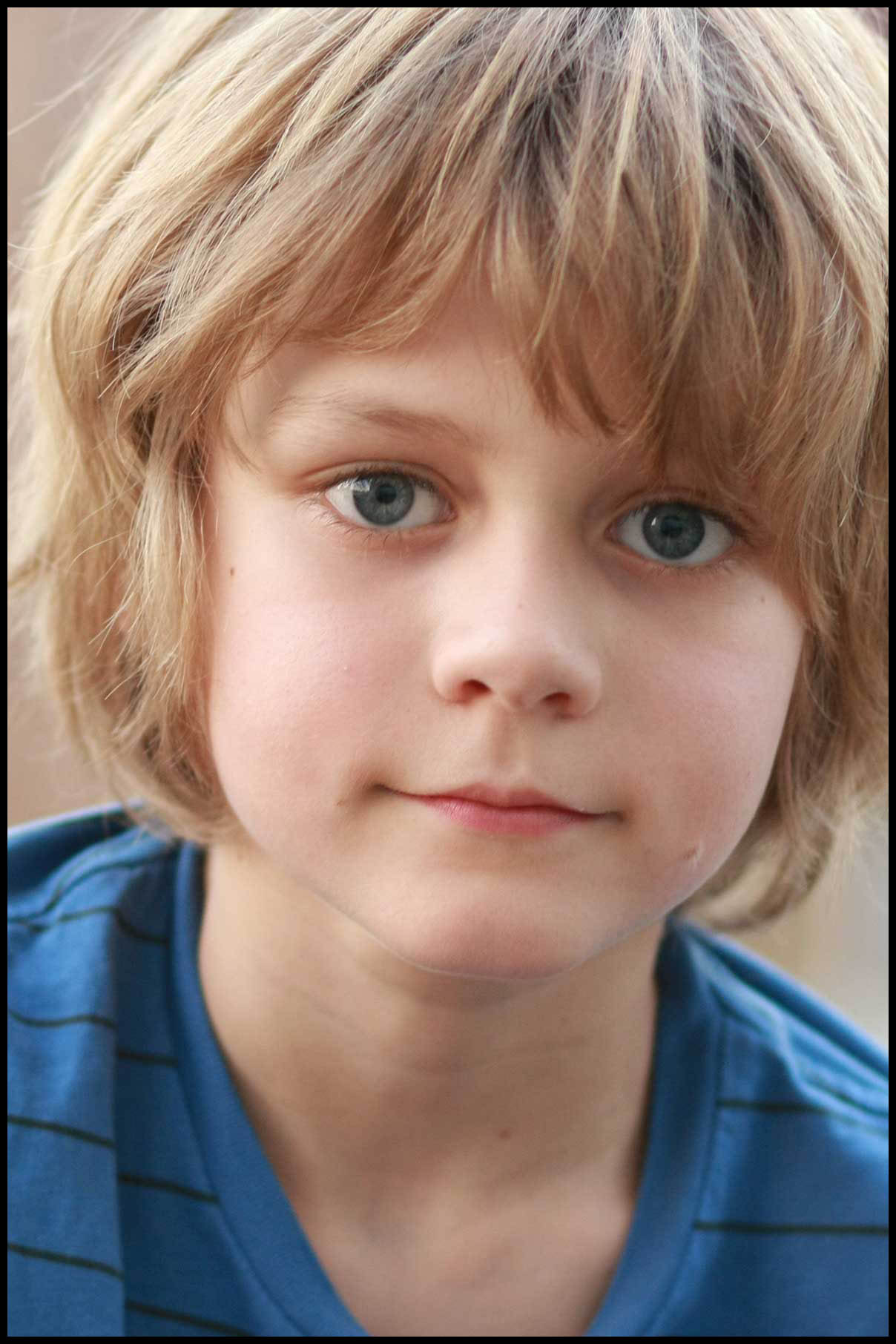 The 16-year old son of father (?) and mother(?), 154 cm tall Ty Simpkins in 2017 photo